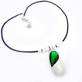 Collar gargantilla bañado en plata con resina de color verde